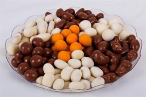 Орехи и фрукты в шоколаде и глазури